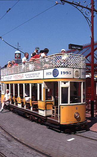 seaton_trams.jpg (73368 bytes)