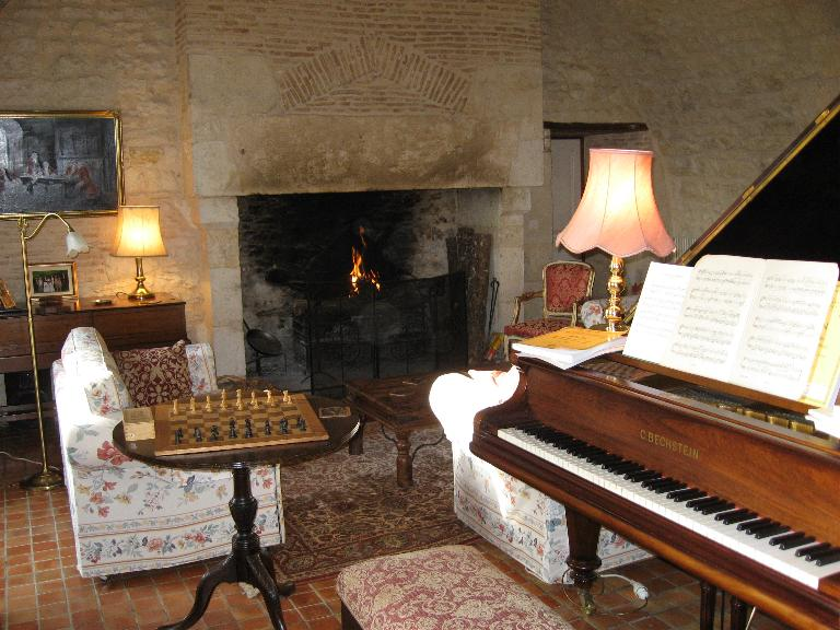 Grand Piano in each Chateau